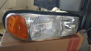 2000 -2006 gmc headlight right left new for Sale in Reedley, CA