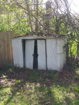 Free Metal Shed for Sale in Raytown, MO