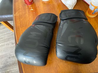 UFC venum gloves + mouth guard for Sale in Long Beach,  CA