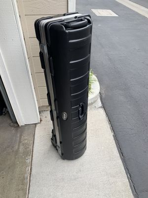 SKB hard golf club case with 2 metal latches and wheels for Sale in Torrance, CA