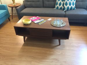 Coffee table floor model for Sale in Houston, TX