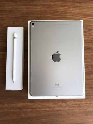 """iPad Pro 9.7"""" Cellular 32gb Space Gray for Sale in Providence, RI"""