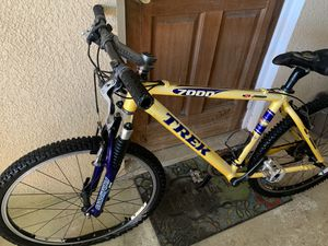 Trek mountain bike, you need to change the seat and the handles and put air in the tires? for Sale in Plantation, FL
