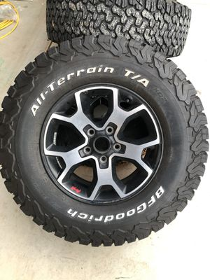 2019 JEEP JL wheels & tires for Sale in Valley Springs, CA