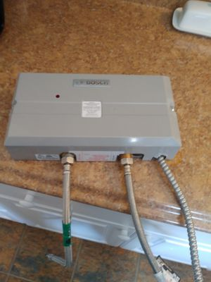 Point of use Bosch tankless instant hot water heater for Sale in Auburn, WA
