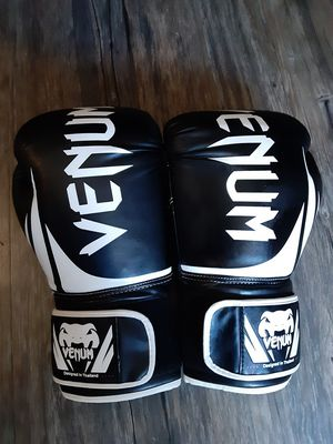 Boxing gloves for Sale in South Gate, CA