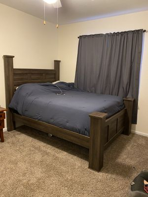 Queen bed frame for Sale in Thornton, CO
