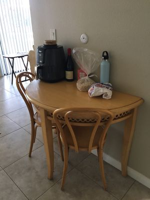 Side table with chairs for Sale in Fullerton, CA