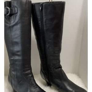 BOC Born Concepts Black Leather Zip Fashion Boots Womens Size 9.5 Style C46703 for Sale in Dearborn, MI