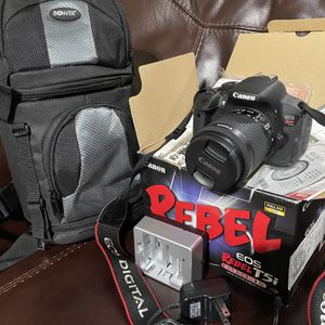 Canon Rebel T5i Bundle With Carrying Case for Sale in Arlington, TX