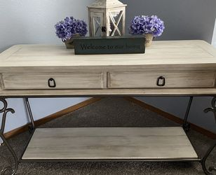 Custom Finished Rustic Farmhouse Sofa Table / Entry Table for Sale in Orting,  WA