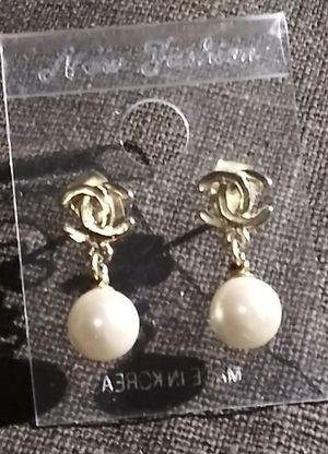 Gold plated pearl earimg for Sale in San Jose, CA