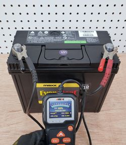 Car Battery Group Size 51R EverStart Maxx - $60 With Core Exchange/ Bateria Para Carro Tamaño 51R EverStart Maxx for Sale in South Gate,  CA