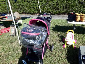 Hello kitty stroller in carseat set for Sale in Homestead, FL
