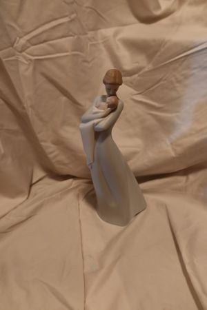 LLADRÓ A Mother's Embrace Figurine. Porcelain Mother Figure for Sale in Seattle, WA