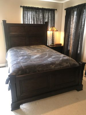 Queen size bed frame for Sale in Westport, WA