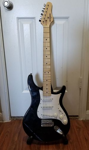 Black and white electric guitar comes with bag and strap,mint! for Sale in South Houston, TX