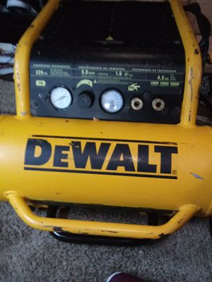 DEWALT D55146 4.5 GALLON 200 PSI PORTABLE EMGLO AIR TOOL COMPRESSOR for Sale in Bellevue, WA