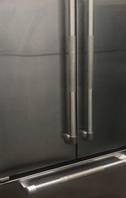 Mide 35 3/4 pulgada de ancho 27 pulgada de profundidad 68.5 pulgada de altura Marca JENN-AlR Exelente condiciones for Sale in Rialto,  CA