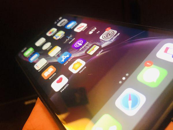 Factory Unlocked iPhone XR 64GB(Black)