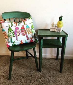 End table and accent chair for Sale in Fort Meade, MD