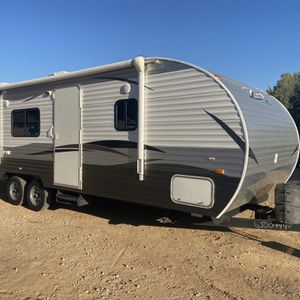 2016 28 ft crossroads Z-1 travel trailer Very Lightweight Easy To Tow for Sale in Surprise, AZ