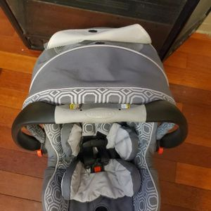 Graco Snugride click Connect 40 Carseat With Base for Sale in Carrollton, GA