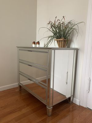 Pottery Barn Mirrored 3-Drawer Dresser (LIC, Queens NY) for Sale in Queens, NY
