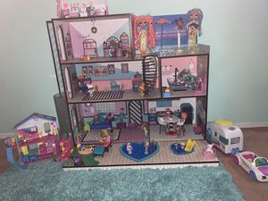 LOL SURPRISE HOUSE WITH ACCESSORIES AND DOLLS for Sale in Artesia, CA