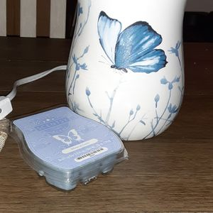 Scentsy Wax Warmer with Scented Wax for Sale in Gainesville, FL