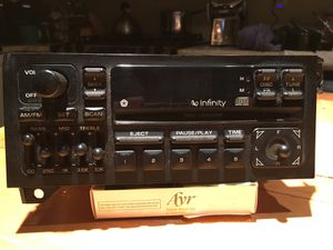 Chrysler infinity dash mount 5 band Radio/CD player for Sale in Chicago, IL
