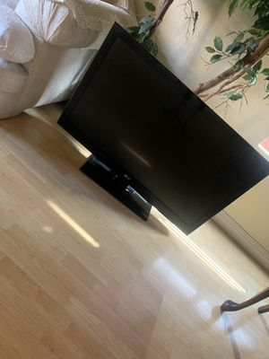 LG TV with Cable and Remote - 40 inch for Sale in Chandler, AZ