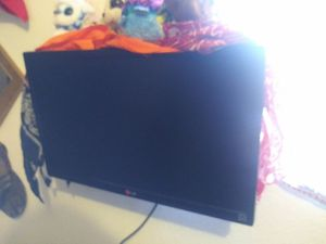 """22"""" LG Monitor with wall mount for Sale in Denver, CO"""