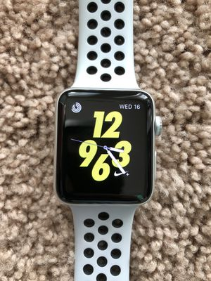 Apple Watch 42mm Cellular GPS Nike + Serie 3 Like New Come with original Box and Charger for Sale in Morrisville, NC