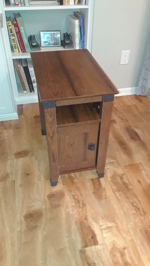 Side table end table nightstand $30 Plymouth for Sale in Minneapolis, MN