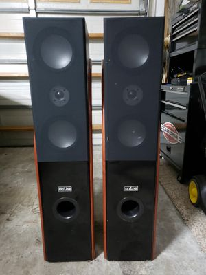 """PAIR BIG SPEACKERS SKYLINE $80 """"""""OR BEST OFFER"""""""" for Sale in Fort Lauderdale, FL"""
