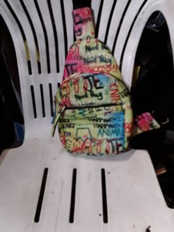 Well Made Single Strap Throw Over Bag for Sale in West Covina,  CA