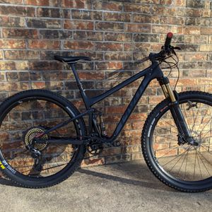 Pivot bicycle Full suspension mountain bike for Sale in Colleyville, TX