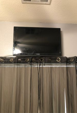Tv with wall mount for Sale in North Las Vegas, NV