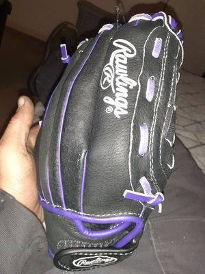 Youth Rawlings youth softball glove for Sale in Bloomington, IL