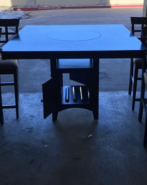 Dinner table and chairs please read description for Sale in Colorado Springs, CO