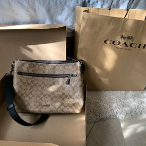 Coach cross body bag (not a copy) for Sale in Hollywood, FL
