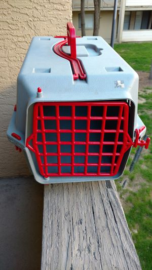 Stylette small scarlet and gray buckeye colored rolling dog crate for Sale in Columbus, OH