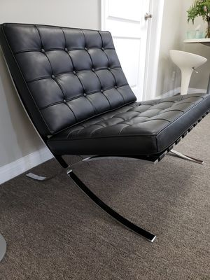 LIKE NEW! THE FAMOUS KNOLL BARCELONA CHAIR HIGH QUALITY REPRODUCTION MADE IN ITALY 9/10 QUALITY OF THE ORIGINAL CHAIR IN PERFECT CONDITION for Sale in Alhambra, CA