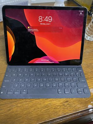 iPad Pro 11inch 256GB WiFi+Cellular for Sale in Orlando, FL
