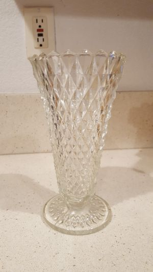 "8"" TALL GLASS VASE for Sale in Escondido, CA"