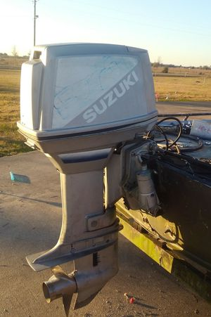 88 horsepower Suzuki boat motor tilt and trim controls everything's with it runs good for Sale in Winnie, TX