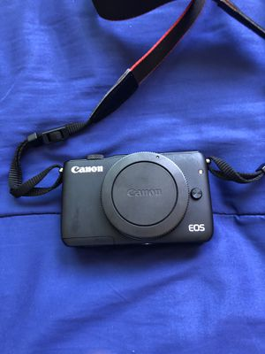 Canon eos m10 mirrorless camera for Sale in San Diego, CA