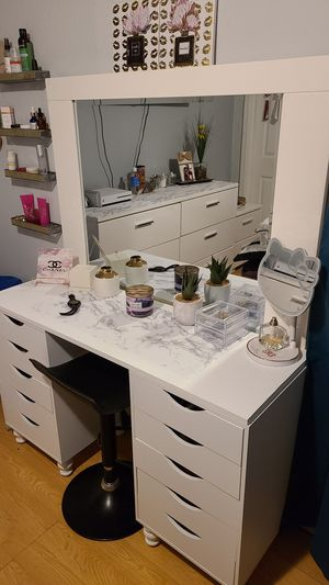 MAKEUP VANITY for Sale in Stockton, CA