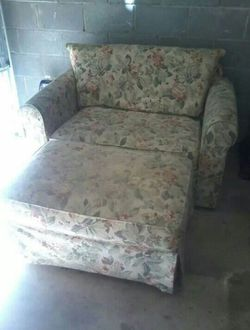 Couch with pull out bed and pillows for Sale in Lithonia,  GA